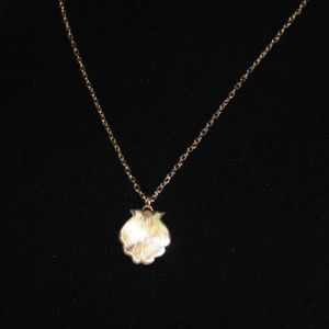 Beautiful vintage real shell and gold necklace